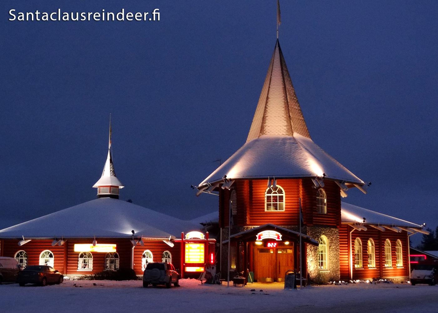 Photo santa claus holiday village rovaniemi en laponie for Le pere du meuble circulaire
