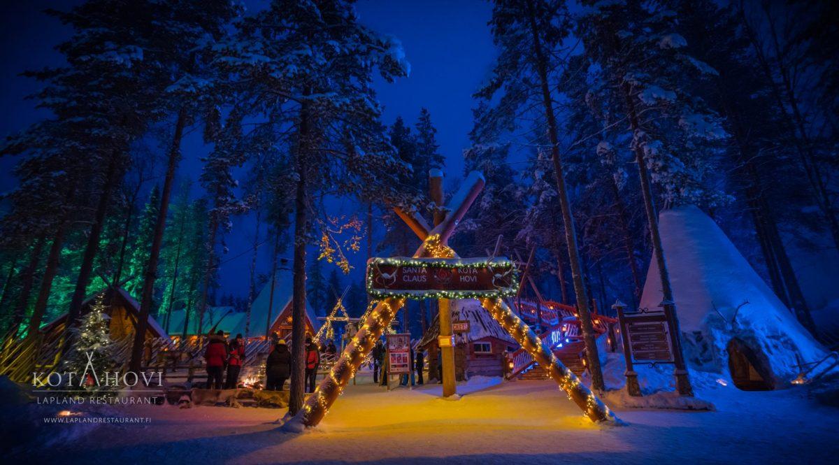 Rovaniemi Finlandia Villaggio Di Babbo Natale.Renne Di Babbo Natale Santa Claus Reindeer Escursione Safari Rovaniemi Lapponia